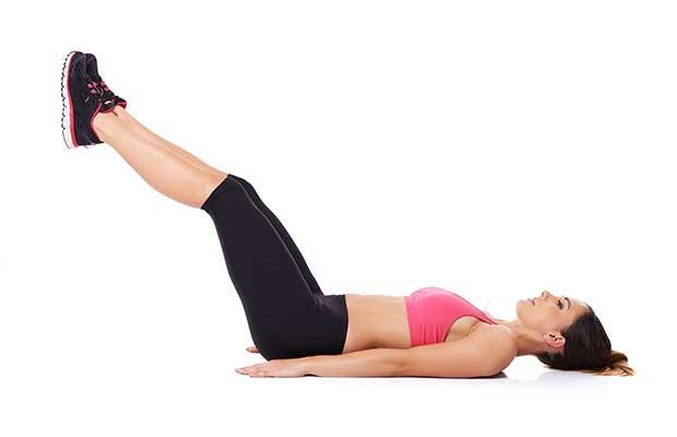 24. Faire des levées de jambes