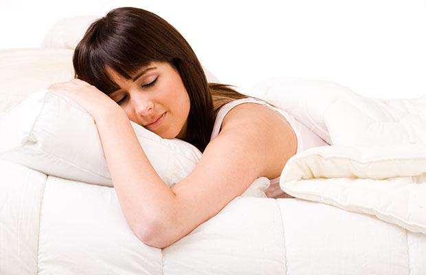 femme apprrcier chaud lit