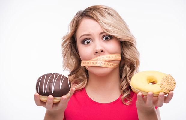 Femme tentée de manger