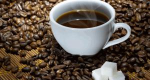 Tasse de café avec du sucre