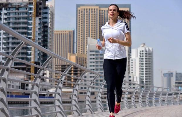 femme faisant du jogging