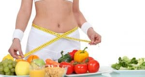 femme manger de la nourriture saine