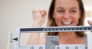 femme celebre la perte de poids
